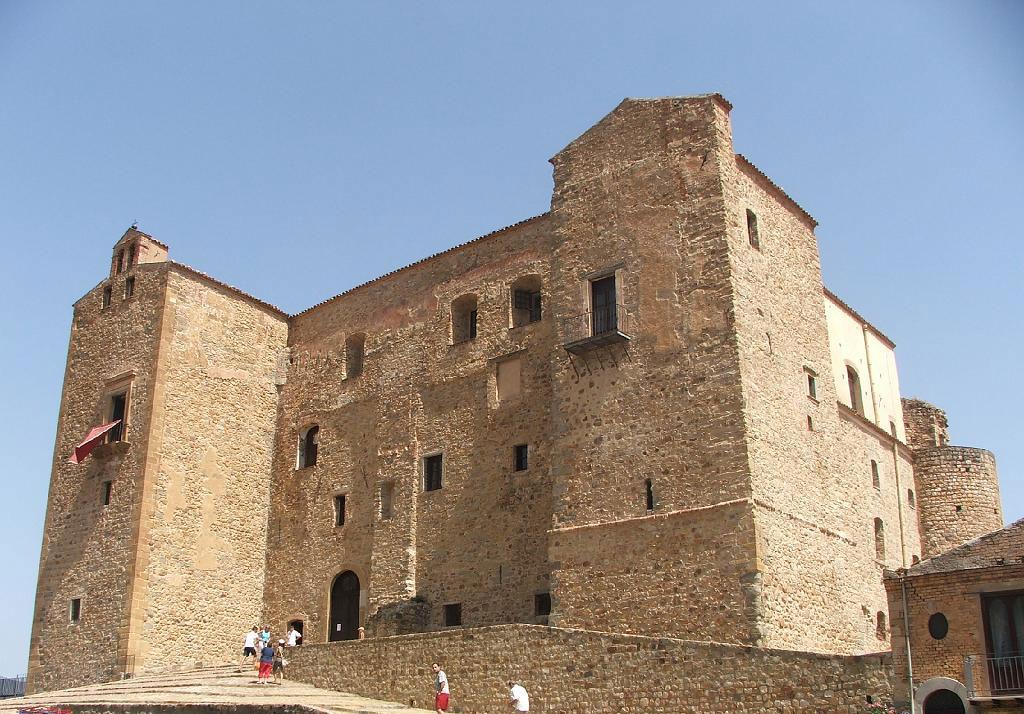 Castello-di-Castelbuono_001